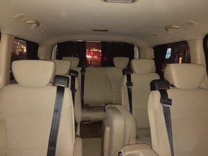 White Hyundai H-1 inside from back arxadan