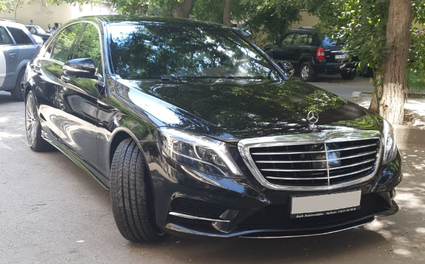 Black Mercedes Benz S-Class